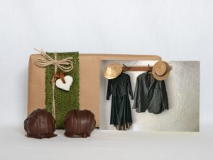 manfla-grusskarte-kleiderpaar-geschenk